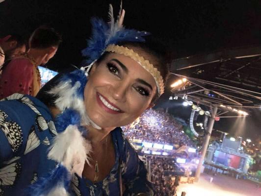 MINHA SELF l Perla Azize Assayag assistindo ao Boi Caprichoso, no Bumbódromo