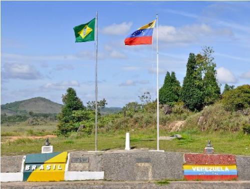 Após pedido de RR, governo diz que fechar fronteira é 'impensável'