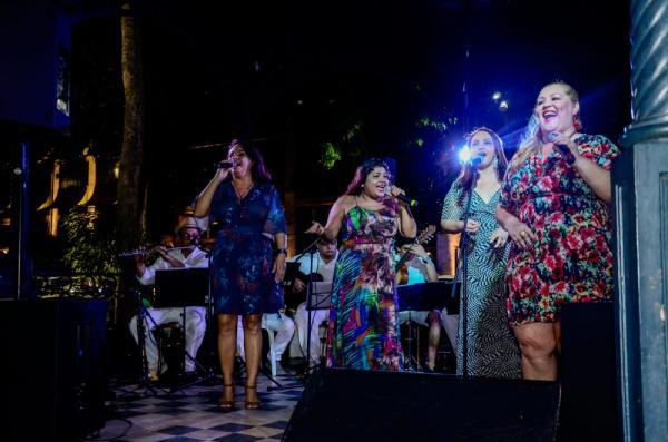 Sambistas amazonenses se apresentam no 1º dia do Passo a Paço