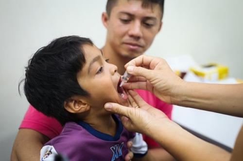 Mobilização em Manaus contra pólio acontece em 63 unidades de saúde