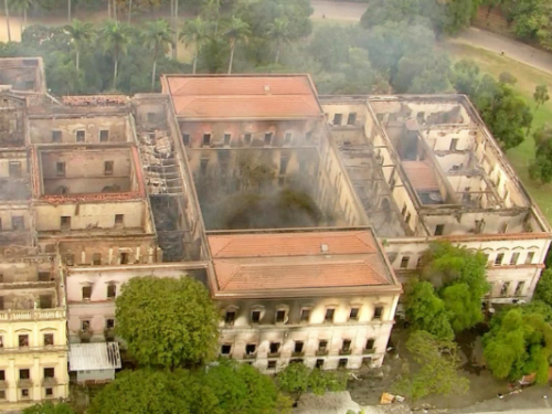Defesa Civil entra no Museu Nacional para avaliar risco de desabamento