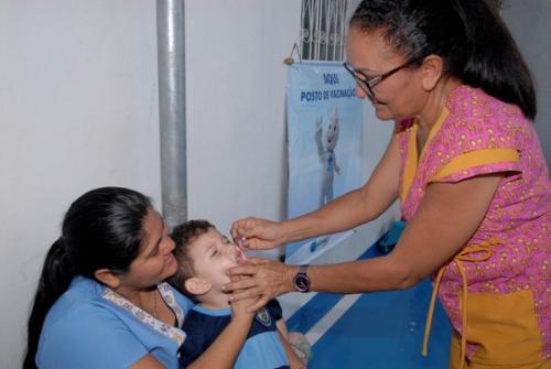 Vacinação contra a poliomielite ultrapassa a meta em Manaus