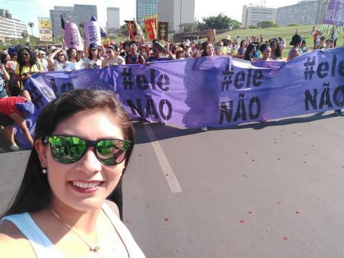 MINHA SELF | Hellen Picanço no movimento '#EleNão', em Brasília