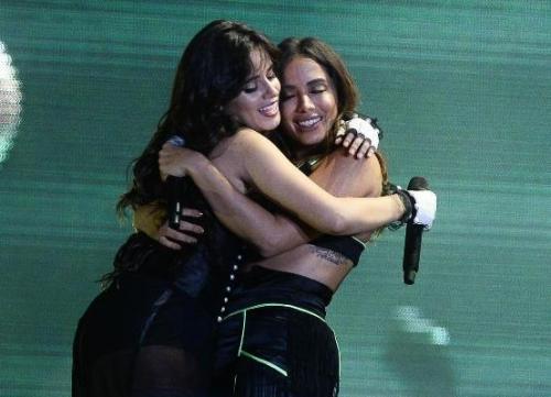 Camila Cabello faz show em São Paulo com a participação de Anitta