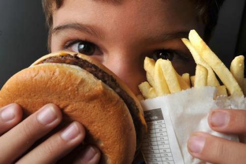 Maioria de adolescentes acompanhados na atenção básica alimenta-se mal