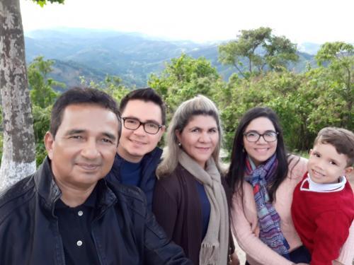 MINHA SELF   Mário Pinheiro e família em Campos do Jordão (SP)