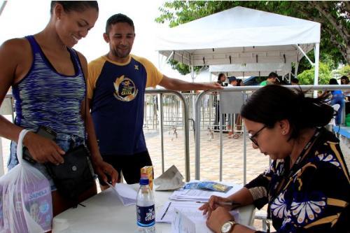 Inscritos recebem kits da Corrida Internacional Cidade de Manaus