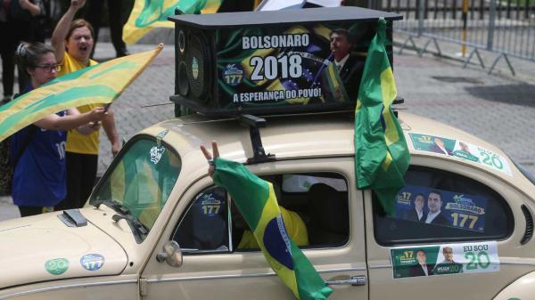 Efeito Bolsonaro pode eleger até 11 governadores