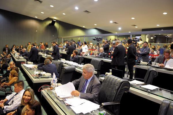 Deputados autorizam governo a pagar cooperativas com recursos de fundos