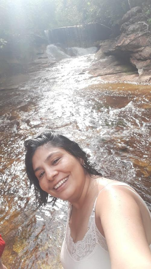 MINHA SELF | A indiana Dhyani Anamika curtindo cachoeiras no Amazonas
