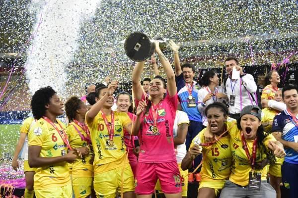 Huila derrota Santos nos pênaltis e é campeão da Libertadores Feminina