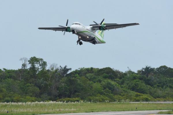Avião da MAP tem dificuldade de pouso em Parintins, durante forte chuva