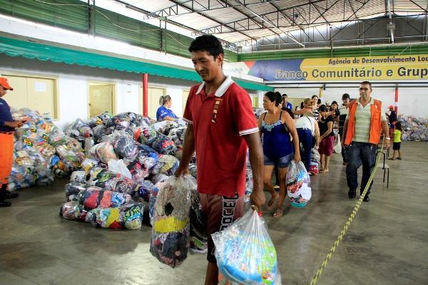 Prefeitura de Manaus intensifica entrega de doações às vítimas de incêndio