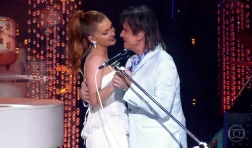 Marina Ruy Barbosa se emociona em dueto com Roberto Carlos: 'Eu te amo'