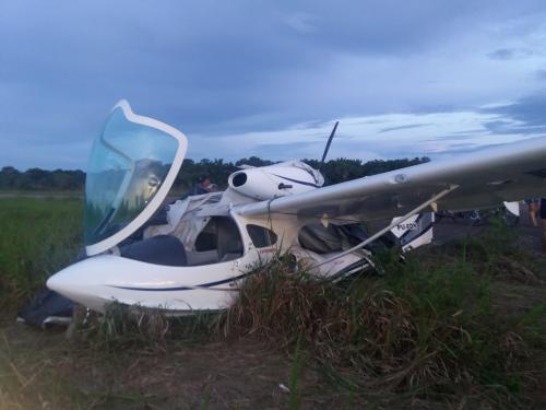 Avião é abandonado no aeroporto de Barreirinha