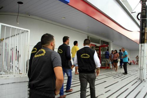 Procon Manaus fiscaliza tempo de espera em agências bancárias