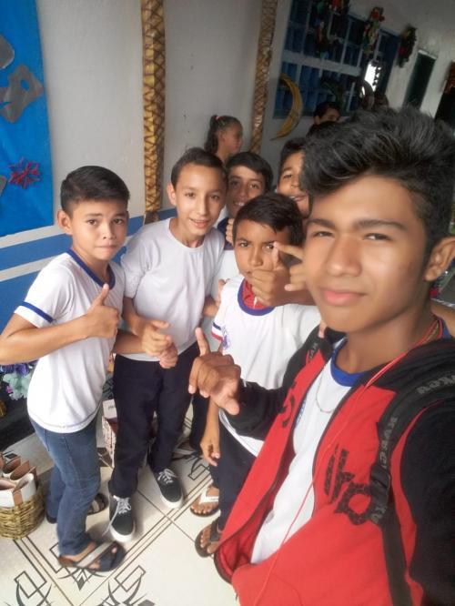 MINHA SELF | Ismael Maciel com os colegas no bairro Palmares