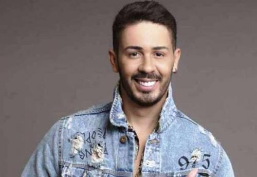 Carlinhos Maia posta foto com suposto namorado e Preta Gil confirma namoro: 'Casal que amo'