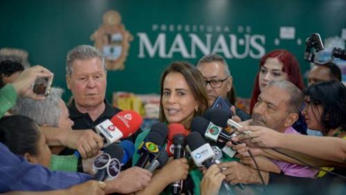 Prefeitura de Manaus distribui alimentos doados no Réveillon às vítimas de incêndio