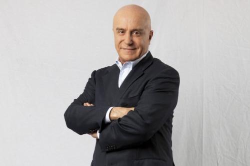 Secretário de Privatizações quer demitir servidores concursados, diz Veja