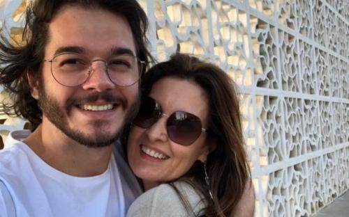 Túlio Gadelha posta foto com Fátima Bernardes e Maria Gadu acusa de machismo