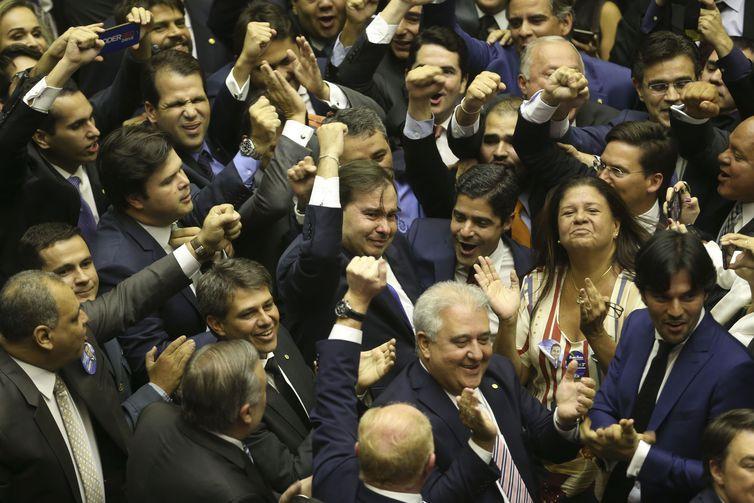 Rodrigo Maia é reeleito presidente da Câmara dos Deputados