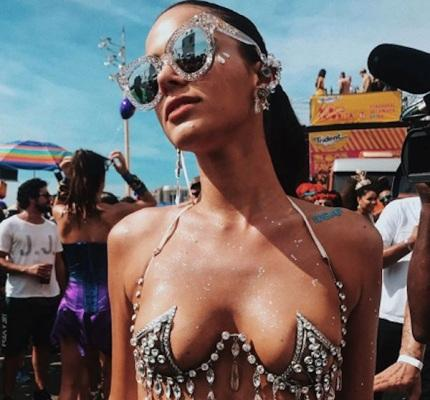 Bruna Marquezine ganha hit do verão e brinca: 'Preciso aprender minha própria dança'