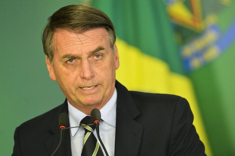 Patrocínios da Petrobras estão sob revisão, diz Bolsonaro