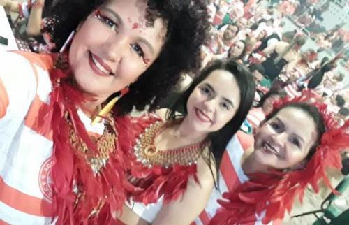 MINHA SELF | Josiane Neves com amigas na Feijoada Vermelha e Branca, em Manaus