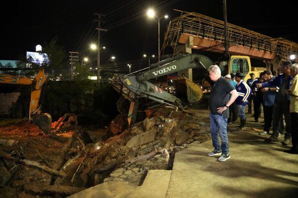 Prefeito determina demolição total da passarela da Torquato Tapajós