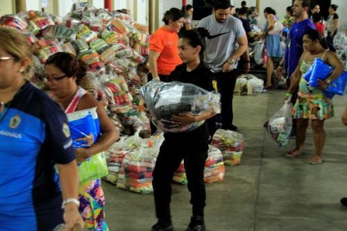 Famílias vítimas do incêndio recebem donativos da campanha #ManausSolidária