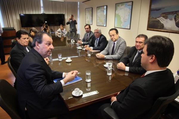 Após reunião, Ministro promete diagnóstico sobre apagões em Manaus