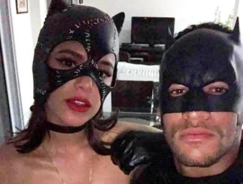 Bruna Marquezine e Neymar, enfim, posam juntos e bombam na web