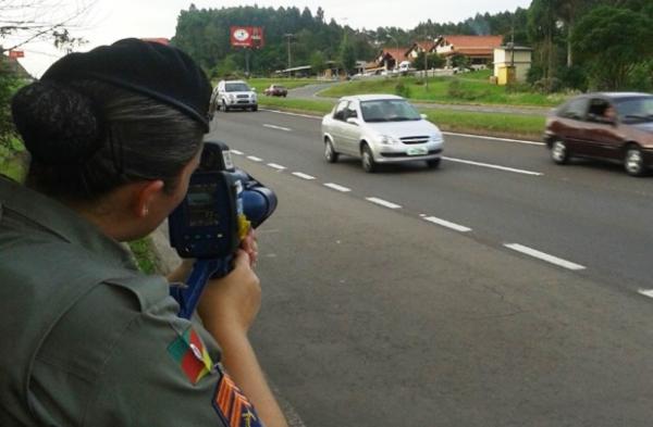Doze radares móveis estão sendo usados para multar motoristas em Manaus