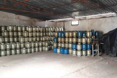Em Eirunepé, empresários e comerciantes são presos na operação 'Bomba Relógio' , por venda irregular de botijões
