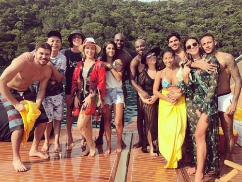 Foto com casais famosos viraliza com Bruninho e David Brazil juntos
