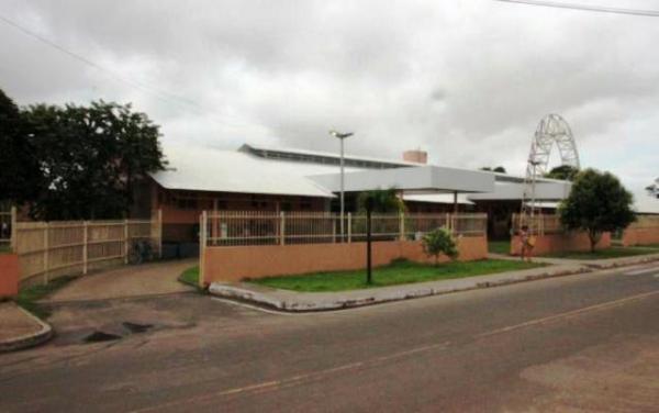 Prefeito ameaça entregar hospital de Itacoatiara ao governo
