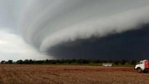 Tempestade com granizo e ventos de até 99 km/h deve atingir 36 cidades de Rondônia